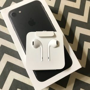 APPLE EarPods with lighting connectionNWT for sale